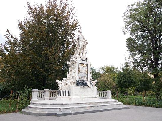 Mozart Statue: Estátua Mozart