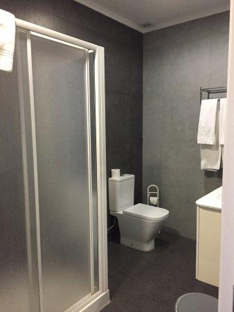 Pensao Londres : Ванная комната, находится в номере!