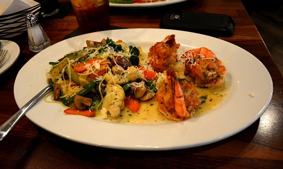 Huntersville, Carolina del Nord: Stuffed Shrimp and Sauter Vegetables over Capalline