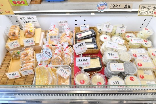 Junian : 様々な種類の豆腐を揃えています。ぜひ食べ比べてください!