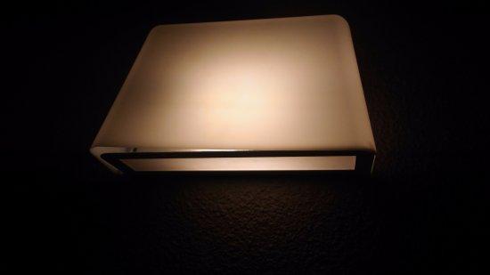Harfleur, France : lampe de chevet déboîtée