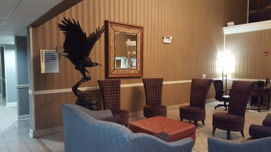Fort Montgomery, Nova York: Eagle in the Lobby