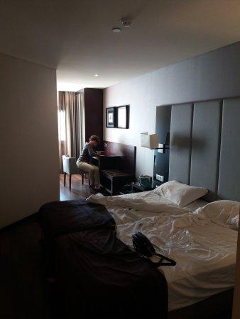 Luxe Hotel by Turim Hoteis: propre fonctionnel, mais pas bcp de clarté cause de petite fenêtre