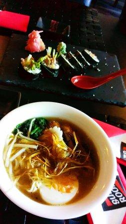 Sushi Room: Pyszny zestaw sushi z kaczka i taka zupa!