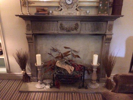 Tenbury Wells, UK: The fireplace display in the 'snug' public area