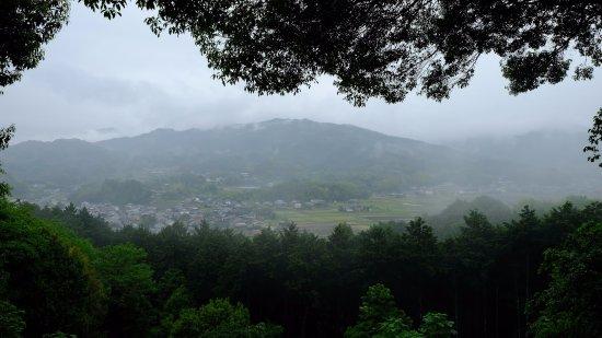 Amakashi no Oka: Beautiful misty day in May. Incredible views!