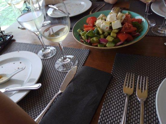 Moorings: Ελληνική σαλάτα
