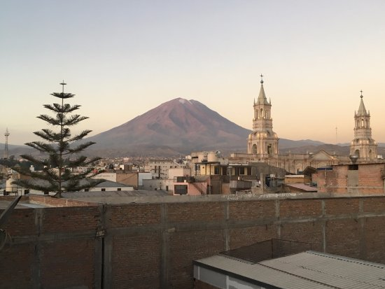 Los Tambos: Der Misti von der Terrasse aus
