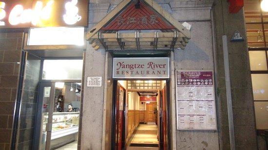 レストラン入り口 Picture Of Yangtze River Chinese Restaurant