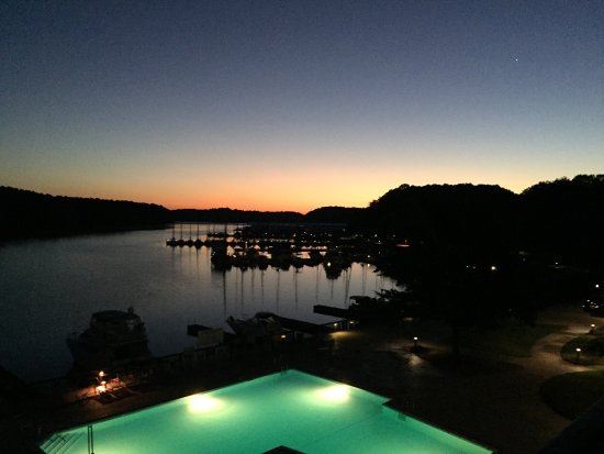 Rogersville, Алабама: View of sunrise from balcony at the lodge and beach swimming area in park.