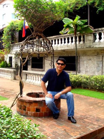 Casa Gorordo Museum: Me by a fountain in the garden of Casa Gorordo in Cebu City