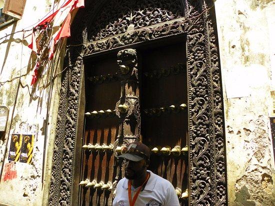 Zanzibar City, تنزانيا: Drzwi ozdobne