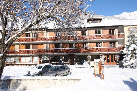 Aussois, Frankrike: l'hôtel après une chute de neige