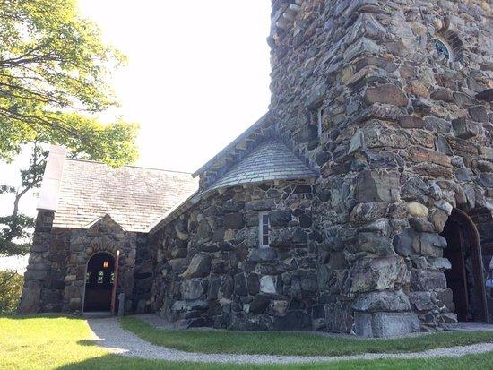 Saint Ann's Church: side entrance
