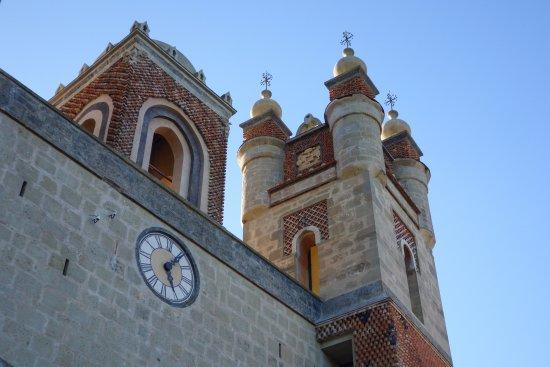 Grizzana Morandi, Italy: torre con orologio
