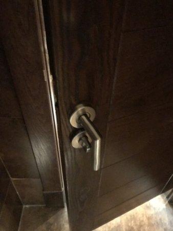 Barcelo Bavaro Palace: Дверь в туалет