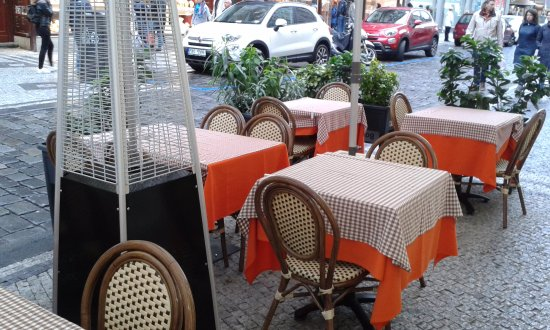 Le Cinque Corone: τα τραπέζια έξω .