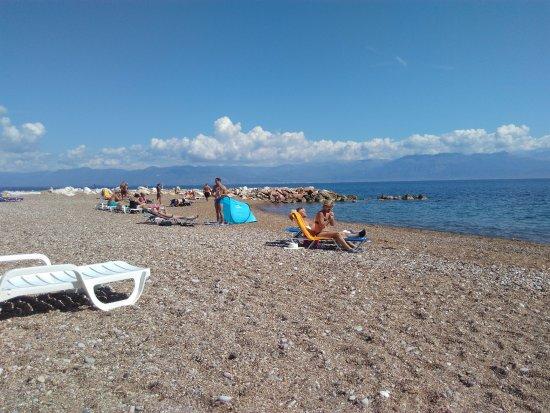 Petalidi, Greece: Pas franchement du sable fin,mais le soleil et la.