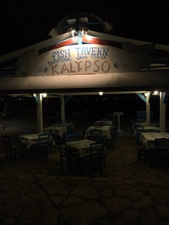 Trizonia, Grécia: Kalypso at night, pre-dinner