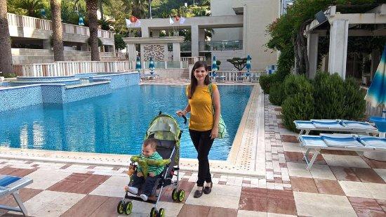 Mediteran Hotel & Resort: Outdoor pool
