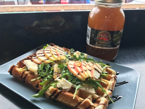 ‪‪Invermere‬, كندا: Zippity Do Da Waffle with Brie, Spinach, Dave's Hot Pepper Jelly, Balsamic, Apple, Garlic‬