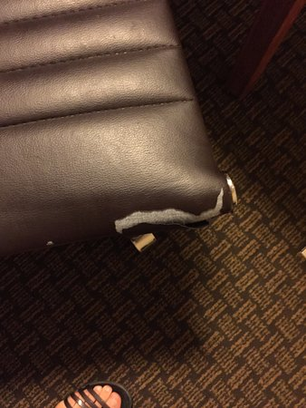 Days Inn and Suites Sea World: furniture in very bad shape