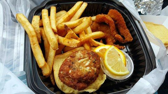 Bel Air, MD: crabcake platter
