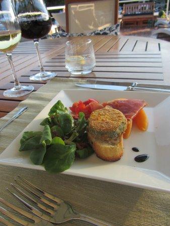 Saint-Jean-de-Losne, França: Wonderful food and wine