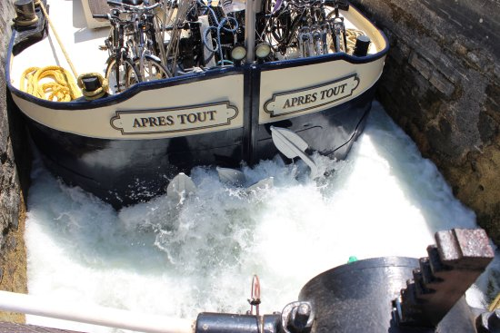 Saint-Jean-de-Losne, Frankrig: Exciting to watch the locks in action