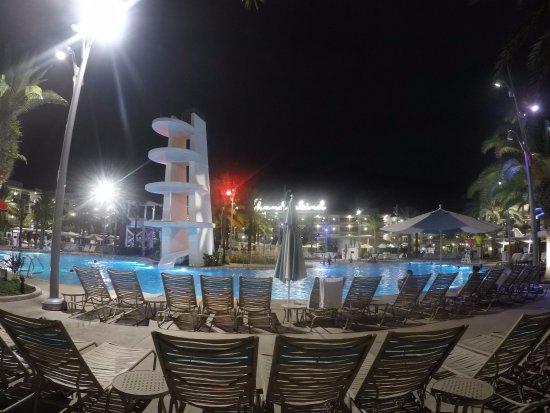Area de piscina de los toboganes picture of universal 39 s for Toboganes para piscinas
