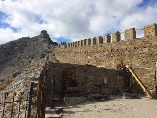 Sudak: стены