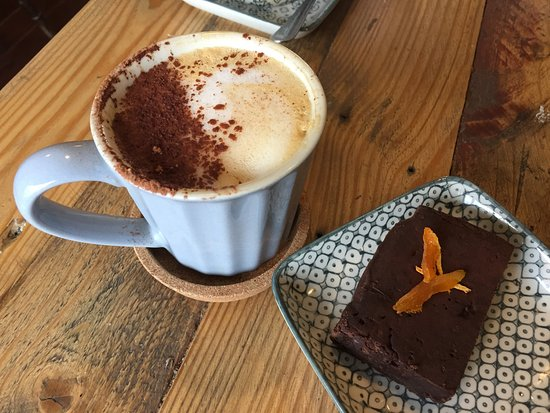 Bingham, UK: vegan brownie