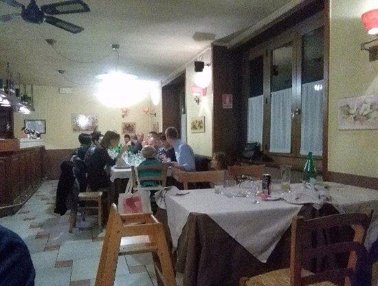 Invorio, Italy: salone interno