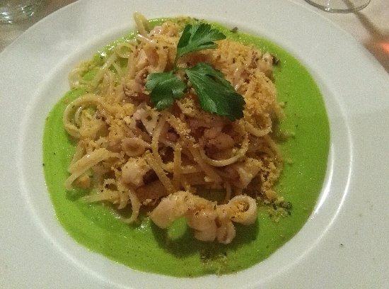 Invorio, Italy: tagliolini di grano duro ai calamaretti, piselli e pane croccante