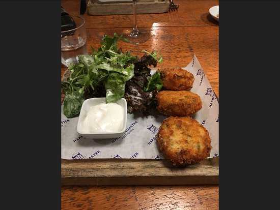Harbourmaster Hotel: Salmon fish cakes.