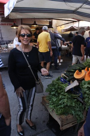 Sicilian Demo Cooking: Fiora, leading us on a fascinating tour of the colorful market in Ortigia!