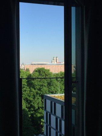 Motel One Munchen-Deutsches Museum: fenster-ausblick