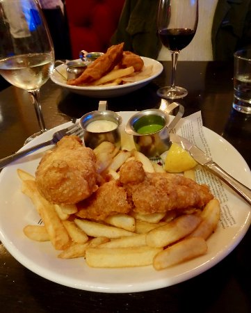 Paraparaumu, Νέα Ζηλανδία: Fish and Chips with Pea Puree