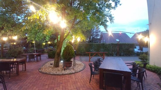 Suedlohn, Alemania: The view from the room is of the beer garden, patio. There is an outdoor grill there too.