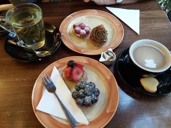 Hattersheim, Alemania: Lecker Küchlein, guter Kaffe und viele Teesorten