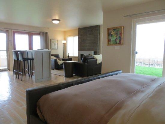 Johnson Ridge Inn & Vineyard: Guest House Living Area