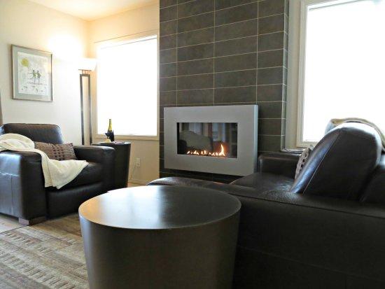 Johnson Ridge Inn & Vineyard: Guest House Features a Gas Fireplace
