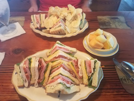 The Inn at Pine Knoll Shores: The Club sandwich for lunch was awesome!