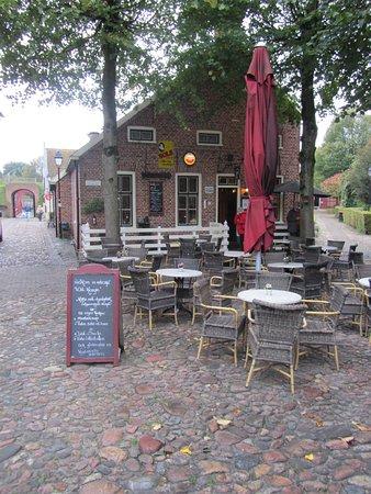 Bourtange, Países Baixos: entree tot het restaurant helaas op een regenachtige dag