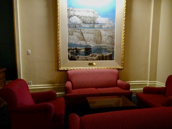 Whakapapa, New Zealand: Pleasant Waiting/Sitting Area to the Side of the Restaurant