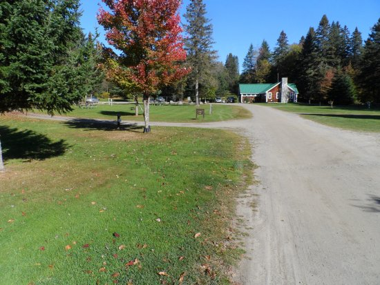 Pittsburg, NH: Campground office and showers/bathrooms