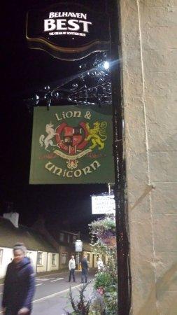Thornhill, UK: Lion & Unicorn