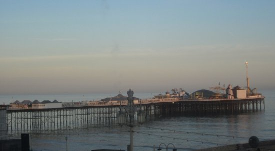 Queens Hotel: View from our room to the pier