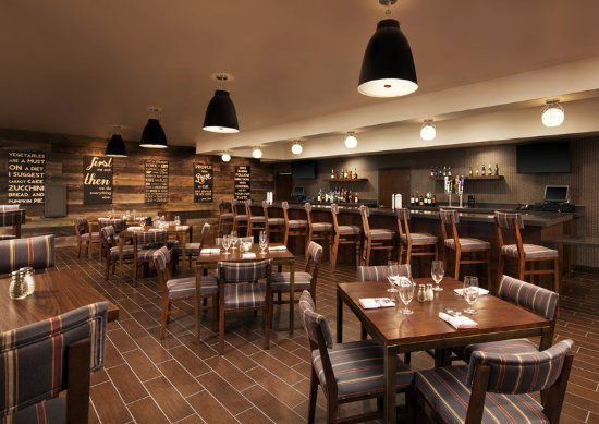 Four Points By Sheraton Phoenix South: Four Corners Bar and Grille