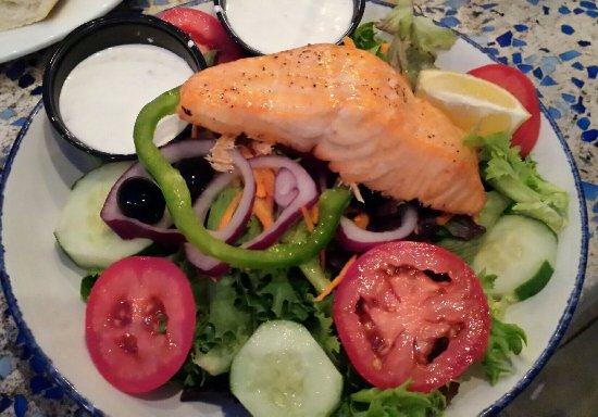 Fager's Island Restaurant & Bar: Garden salad with salmon added, really nice!